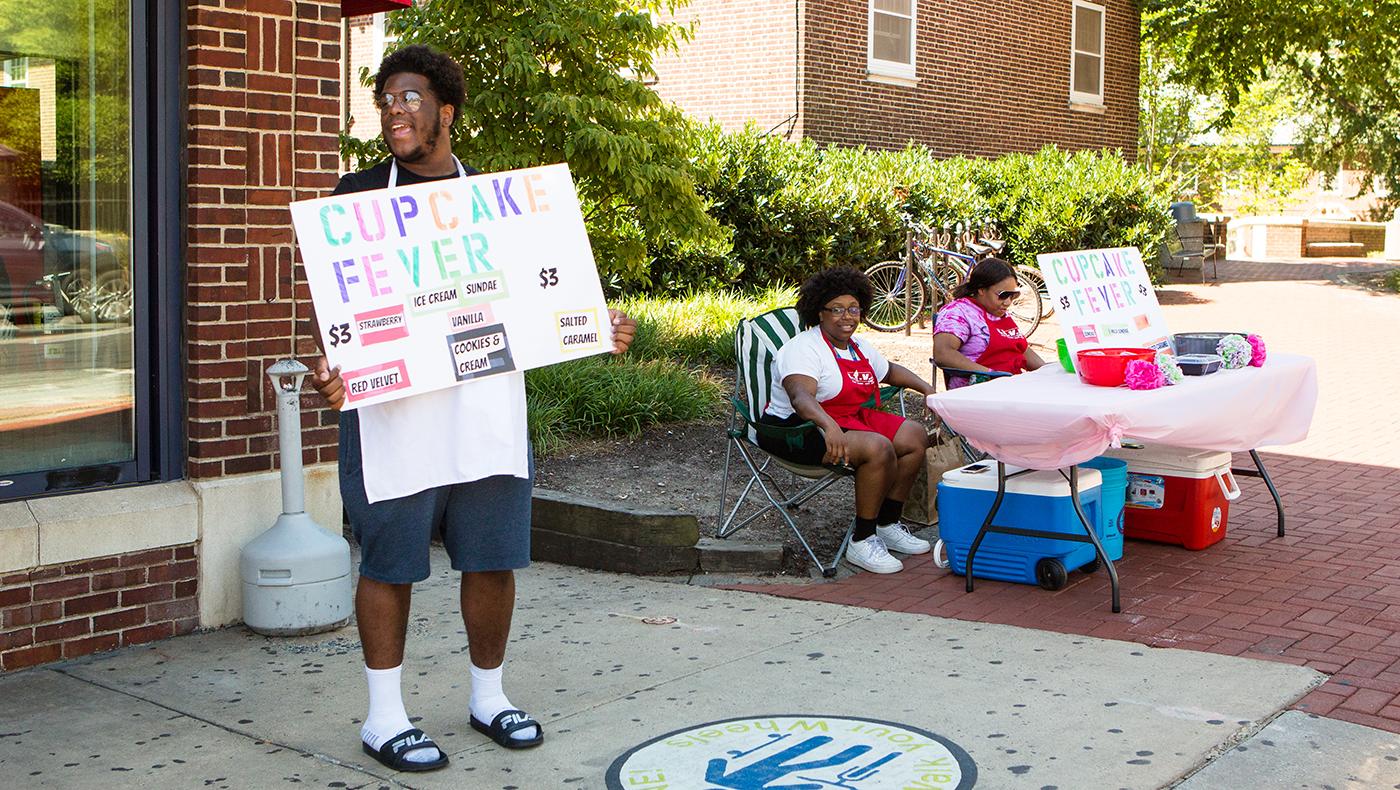 Teenage entrepreneurs create pop-up businesses on Main Street